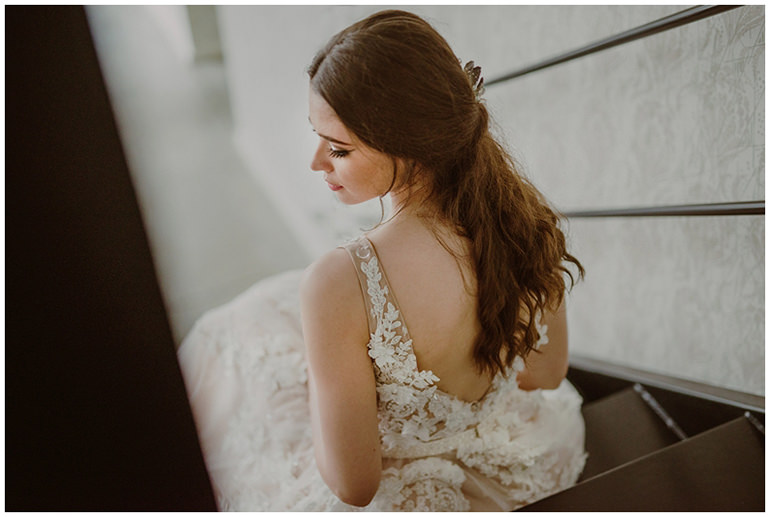 bride-back-dress
